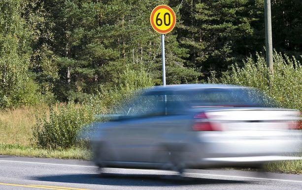 Liikennerikoksista jälkimmäinen tapahtui lokakuussa 2016 Tuusulassa. Lehden ajonopeudeksi mitattiin 60 km/h nopeusrajoitusalueella 85 kilometriä tunnissa.