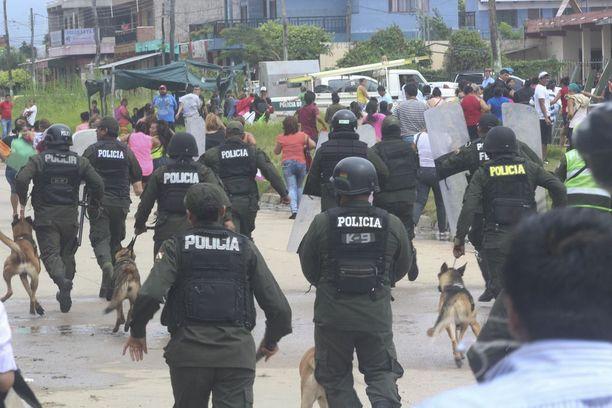 Poliisit ottivat Palmasolan vankilan hallintaansa Bolivian Santa Cruzissa,