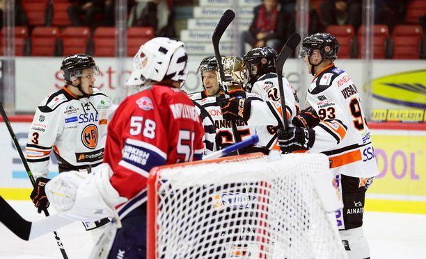 Jere Myllyniemi joutui antautumaan jo 13 sekunnin jälkeen.