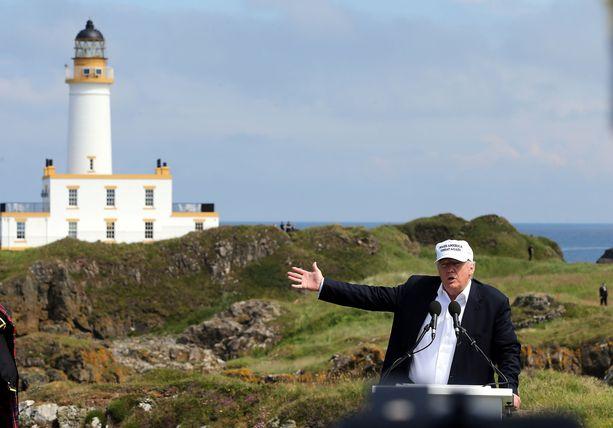 Trump on innokas golfin harrastaja, ja hän omistaa useita kenttiä. Tämä kuva on Skotlannista, Trumpin äidin kotiseudulta.