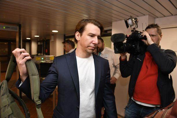 Aku Hirvniemi nähtiin oikeudessa toukokuussa.