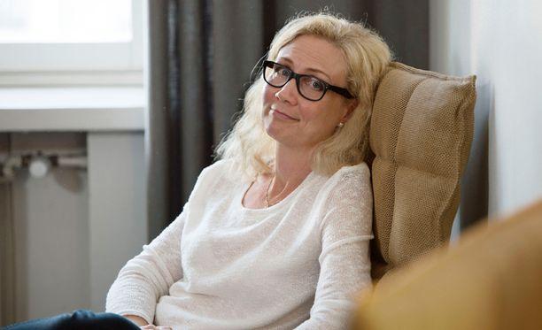Vajaa vuosi Jukka S. Lahden murhan jälkeen, syksyllä 2007 Anneli Auer päätti laittaa Suomi24-sivustolle oman kuvallisen treffiprofiilin.