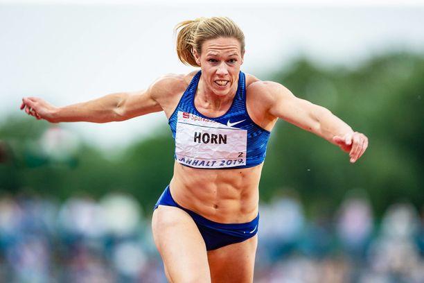 Carina Horn on ensimmäinen eteläafrikkalaisnainen, joka on juossut 100 metriä alle 11 sekuntiin.