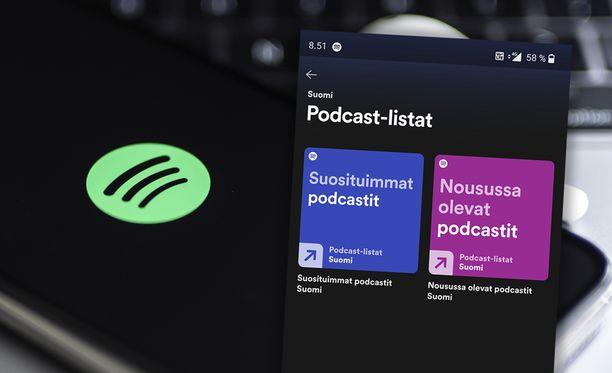 Spotify listaa nyt suosituimmat podcastit.