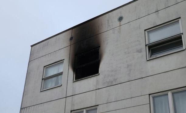 Opiskelija-asunto kärsi pahoja vahinkoja yöllä syttyneessä tulipalossa.