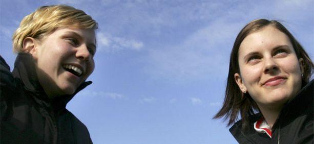 Voitto vie Valkoiseen taloon. Heidi Pelttari (vas.) ja Saara Tuominen voittivat pääsiäisenä NCAA-yliopistomestaruuden.