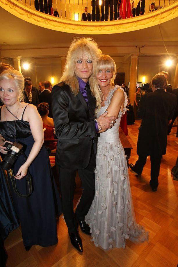 Michael Monroe ja vaimo Johanna Fagerholm juhlivat Linnassa vuonna 2011.
