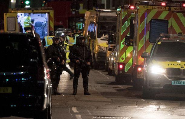 Poliisi ampui terrori-iskusta epäillyt kahdeksan minuuttia ensimmäisen hätäpuhelun jälkeen. Epäiltyjen lisäksi iskussa sai surmansa kuusi ihmistä.