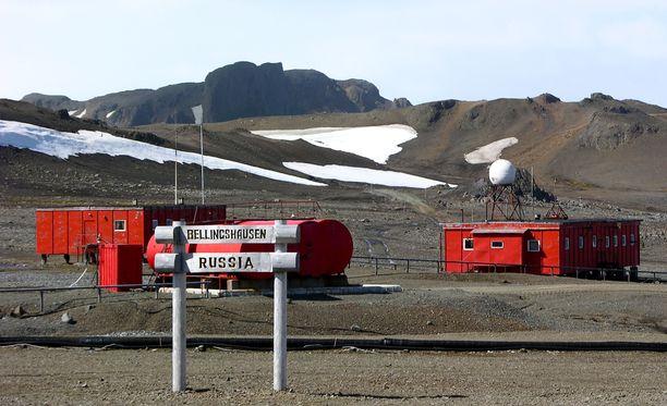 Bellinghausen sijaitsee Antarktiksen leudoimmalla alueella. Lämpimin kuukausi on helmikuu, jonka keskilämpötila on on +1,1 astetta.