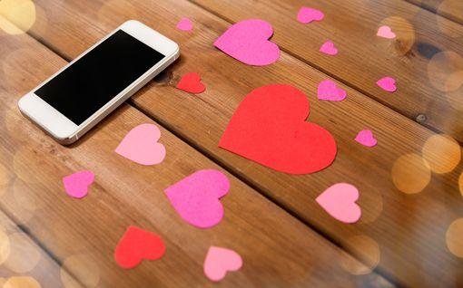 Tinder jakaa ilmaisia koronatestejä käyttäjilleen – vaan ei Suomessa