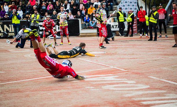 Punaisissa pelaava Joensuun Maila toi viime kaudella Olli Koskelle mukavan vetovoiton. Kuva viime vuoden finaaleista.