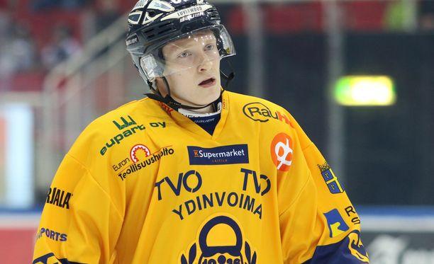 Jere Friberg sai kyynärpään päähänsä avauserässä.