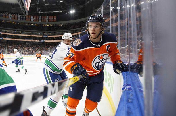 Edmonton Oilersin Connor McDavid on kiinnostunut kannabistuotteista kipulääkkeiden vaihtoehtona.