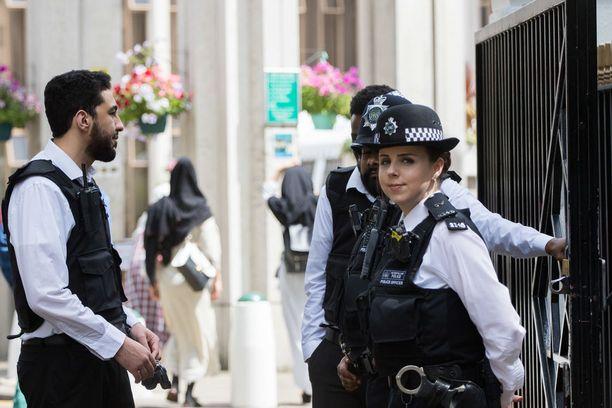 Lontoossa epäiltiin kesäkuun puolessa välissä terrori-iskua, mikä lisäsi poliisien määrää katukuvassa.