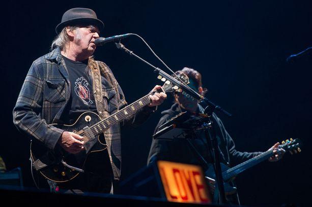 Neil Youngin pitkä avioliitto päättyi neljä vuotta sitten.