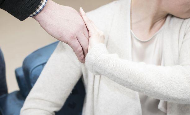 Lähes joka viides valtuutettu on kokenut seksuaalista häirintää hoitaessaan luottamustehtäviään.