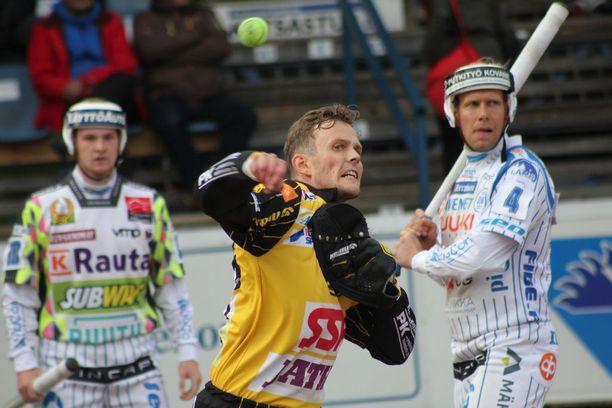 Janne Kivipelto on Kouvolan kovakätinen lukkari.
