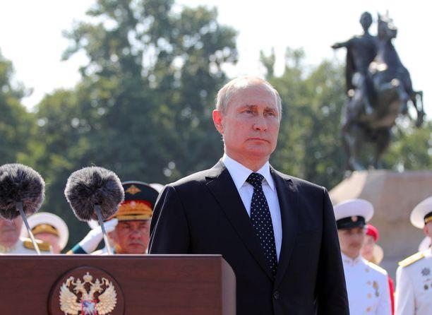 Vladimir Putin tuntuu haikailevan monin tavoin Neuvostoliiton aikoja.