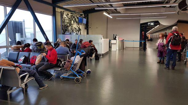 Monet matkailijat eivät tienneet Ivalon koronavirusepäilyistä ennen kuin nousivat koneeseen.