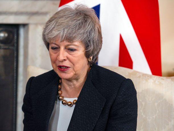 Jos pääministeri Theresa May ei onnistu saamaan parlamentin tukea EU-erosopimukselle, Britannian brexit-päivää saatetaan siirtää, kertoo Observer.