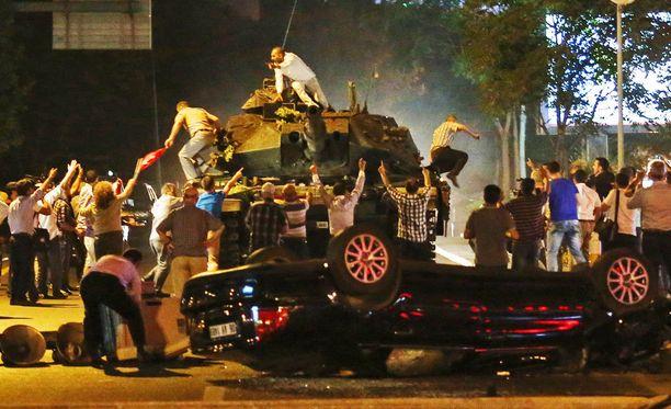 Yöllistä levottomuutta Ankarassa.