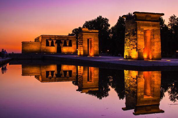 Muinaisegyptiläinen temppeli Templo de Debod on upea ilmestys erityisesti auringonlaskun aikaan. Täältä avautuvat myös maisemat Madridin ylle.