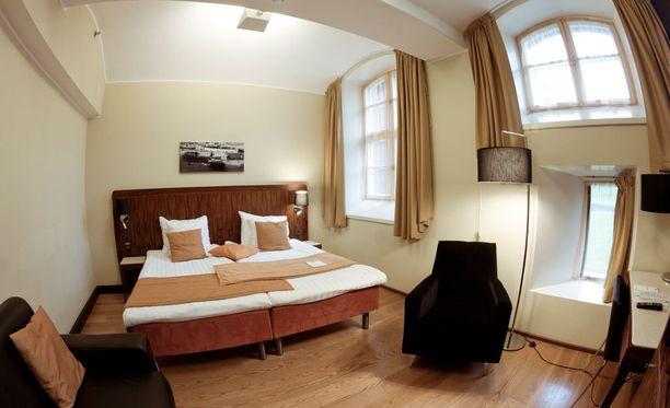 Selleistä on sisustettu viihtyisiä hotellihuoneita.