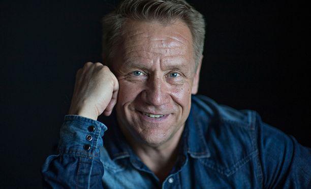 Olli Lindholm kuoli 12.2.2019 sairauskohtaukseen 54-vuotiaana kotonaan Tampereella.