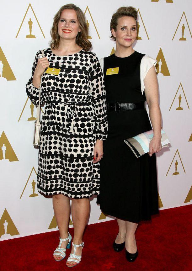 Selma Vilhunen ja Kirsikka Saari jäivät ilman palkintoa. Kuva kaksikosta Oscar-lounaalta parin viikon takaa.