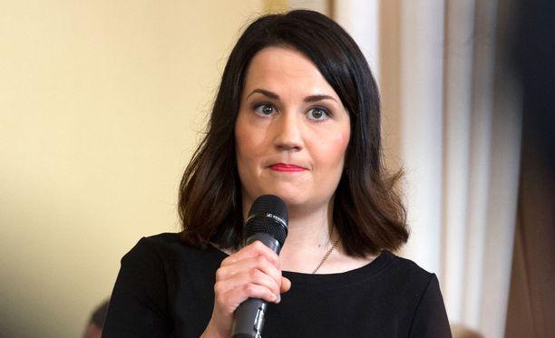 """Opetus- ja kulttuuriministeri Sanni Grahn-Laasonen vakuuttaa, että myös ammattikorkeakoulujen tulevaisuus on """"valovoimainen""""."""