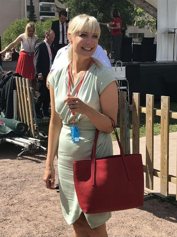 Ruotsidemokraattien puoluesihteeri sanoi, että Helsinki näyttää nyt samalta kuin Tukholma 1970-luvulla, Laura Huhtasaari kertoi Porin Suomi-areenassa.