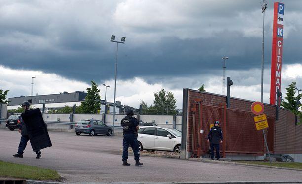 Havainto asemiehestä aiheutti eilen ison poliisioperaation.