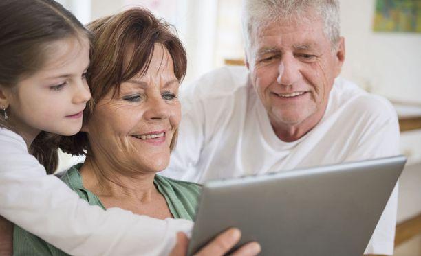 Yhdysvaltalaisen Northwesternin yliopiston tutkimuksessa selvisi, että harvinaiseen superikääntyjien ryhmään kuuluvien yli 80-vuotiaiden aivokuori on paksumpi kuin normaalisti ikääntyvien vanhusten aivokuori. Kuvituskuva.