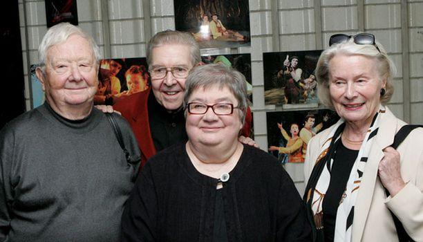 Kvartetin alkuperäiskokoonpano, Lasse Pöysti, Pentti Siimes, Ritva Valkama ja Kyllikki Forssell, niitti suosiota kuuden vuoden ajan. Helmikuussa Siimeksen korvaa Antti Litja.