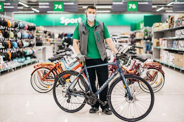 Prisman pyöräosastolta löytyvät kaikki pyöräilijän kaipaamat varusteet aina polkupyöristä kypäriin ja lamppuihin.