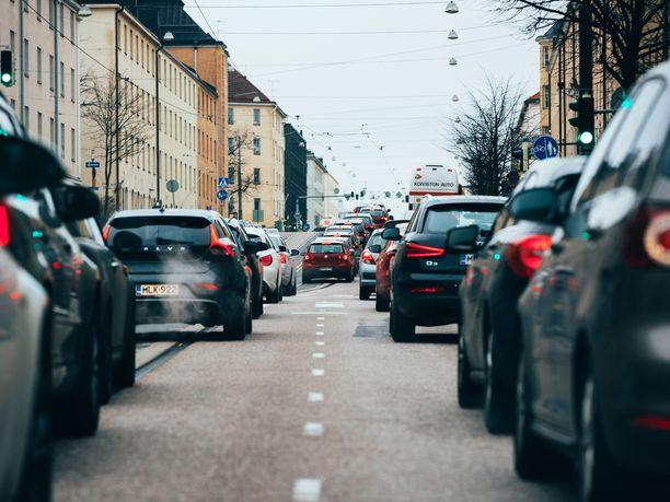 Autoala ennustaa, että vuonna 2025 täyssähköautojen osuus henkilöautojen ensirekisteröinneistä olisi yhdeksän prosenttia, kun nyt se on 0,6 prosenttia. Ladattavien hybridien osuus puolestaan olisi 16 prosenttia, kun viime vuonna niiden osuus oli 4,1 prosenttia.