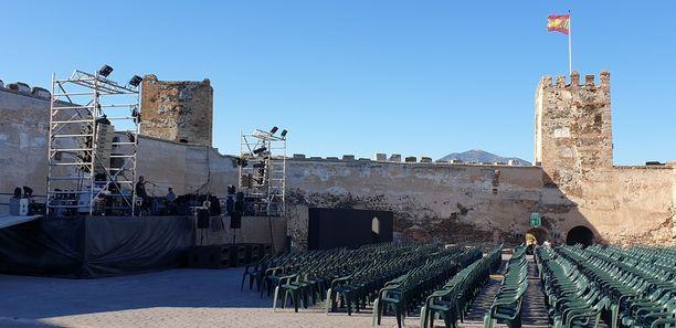 Sohailin linnan konserttialue ennen keikan alkua.