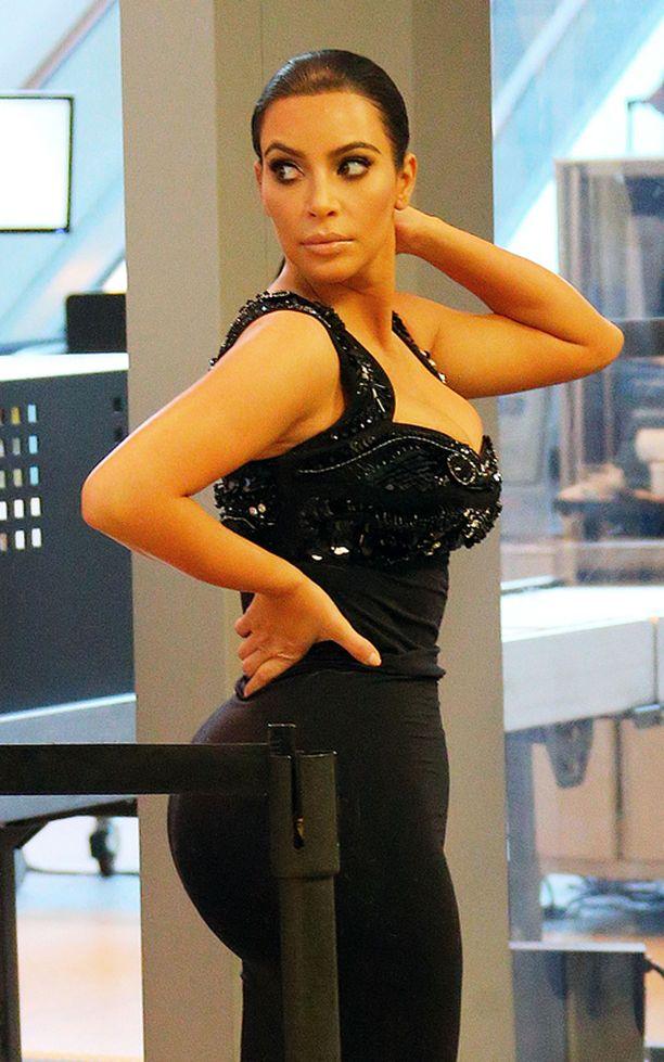 Kim Kardashian aikoo pudottaa painoaan seitsemän kiloa.
