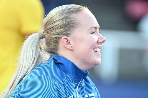 Sanne Erkkola nautti tunnelmasta Tukholman stadionilla.