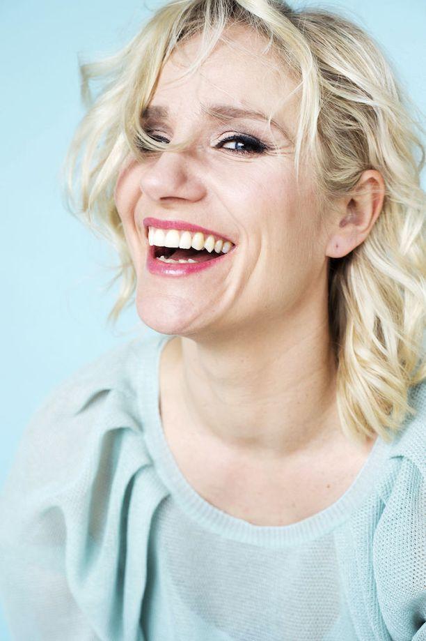 Tanssi on hallinnut Malmivaaran arkea, mutta kotioloissa Laura on ihan tavallinen äiti.