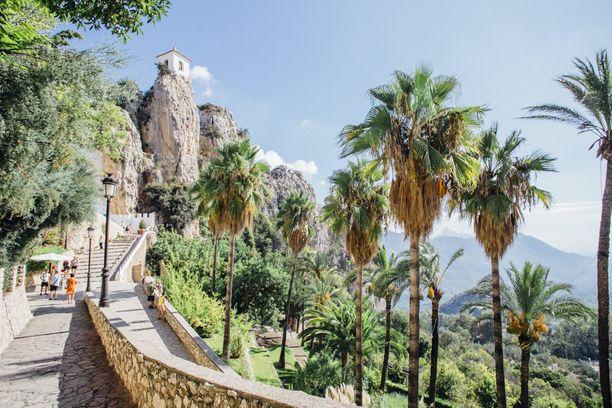 Lyhyen ajomatkan päässä sijaitsee useita kiinnostavia päiväretkikohteita, kuten esimerkiksi kuvankaunis Guadalestin kaupunki.