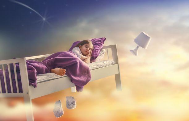 Suomalaisessa kesäyössä lapsen univaikeuksiin on kolme yleistä syytä: valo, lämpö ja rutiiniton lomaelämä.