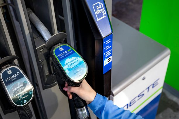 Neste MY uusiutuvan dieselin valmistukseen käytetään tähteitä ja jätteitä - myös suomalaisilta kerättyä kinkunpaistorasvaa.