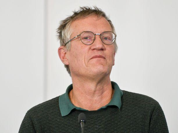 Sädekehä valtionepidemiologi Anders Tegnellin ympärillä alkaa himmetä.