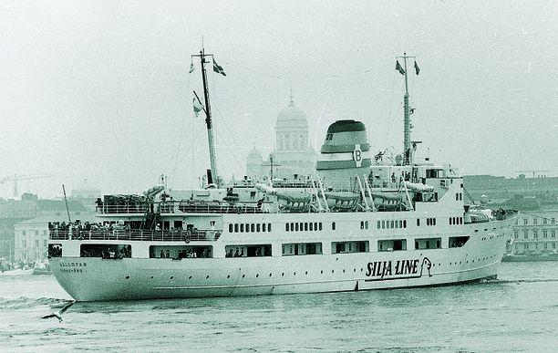1970-luvulla höyrylaivojen aika alkoi olla ohi. Suomesta käsin tehtiin kuitenkin vielä risteilymatkoja Tallinnaan höyrylaivollakin. Vuonna 1971 Höyrylaiva Oy Bore osti kuvan Aallotar-laivan, joka sai uudeksi nimeksi Bore II. Kesällä 1972 Bore II teki joka maanantai risteilymatkan Helsingistä Tallinnaan.