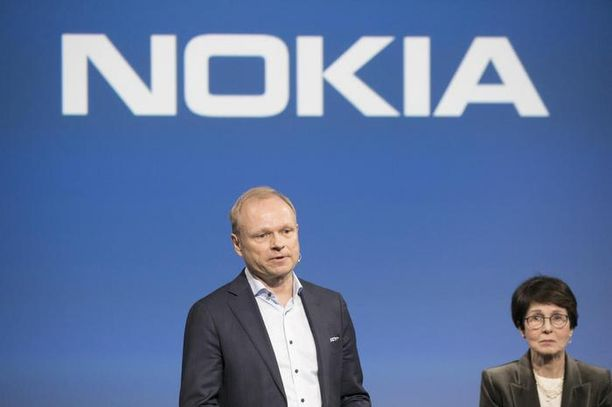 Toimitusjohtaja Pekka Lundmark on johtanut Nokiaa viime elokuusta alkaen. Taustalla hallituksen puheenjohtaja Sari Baldauf.