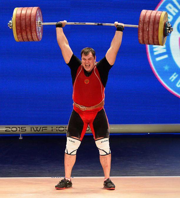 Aleksei Lovtshevin yhteistulos 475 kg on uusi maailmanennätys.