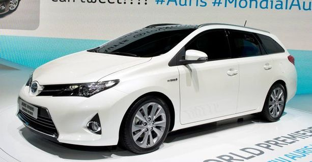 Toyota Auris 1,6 Valvematic Comfort 26 032 €, ilman veroa 20 160 €. ETU 5872 €.