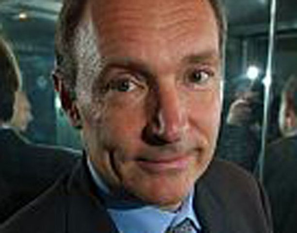 Tim Berners-Lee ei pysty sanomaan hyvää syytä nettiosoitteiden kenoviivoille.