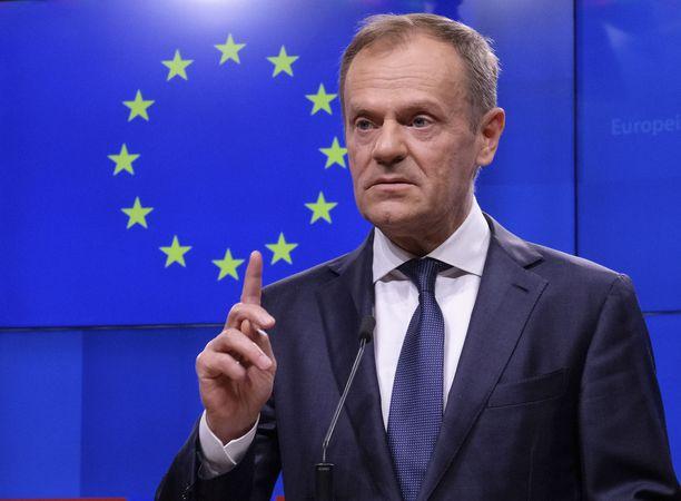 Donald Tuskin mukaan EU-maat olisivat valmiita antamaan Britannialle lyhyen lykkäyksen, mutta maan parlamentin pitää saada sopimus läpi ennen eropäivää.